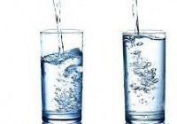 Россиянам рассказали, почему опасно пить много воды в жару