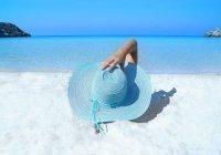 Врач рассказал, кому противопоказан пляжный отдых