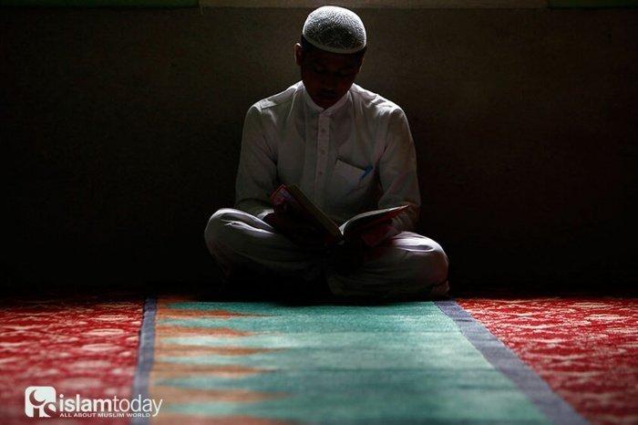 Не стоит ограничиваться лишь мольбами, которые пришли в Коране и сунне Пророка (ﷺ) (Фото: freepik.com).