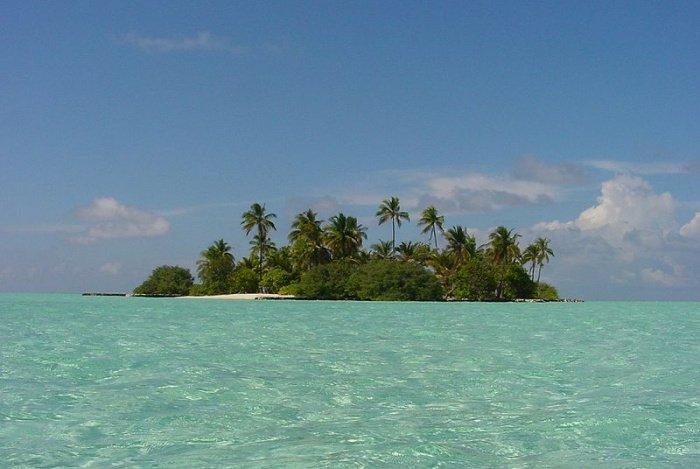 Остров Ольхигандуфинолу, южный атолл Мале. Источник фото: Википедия.