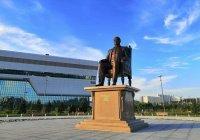 В столице Казахстана открыли памятник Назарбаеву