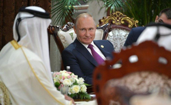 Владимир Путин в ходе визита в Катар в 2019 году. (Фото: commons.wikimedia.org).