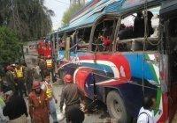 Не менее 10 человек погибли в Пакистане при подрыве автобуса