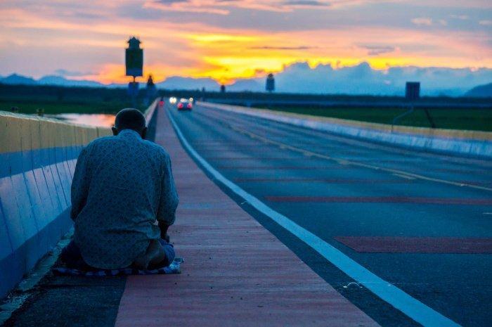 Для путников, удалившихся от дома на определенное расстояние, существуют послабления в количестве ракаатов намаза (Фото: shutterstock.com).
