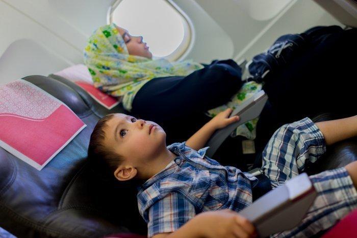 Когда человек в транспорте, допускается совершать поклоны сидя (Фото: shutterstock.com).