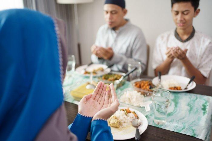 Когда кого-то приглашаешь в гости, нужно это делать ради довольства Аллаха (Фото: shutterstock.com).