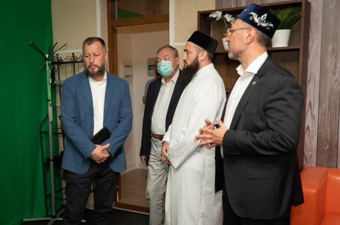 Представители Администрации Президента РФ посетили ИД «Хузур» (Фото)