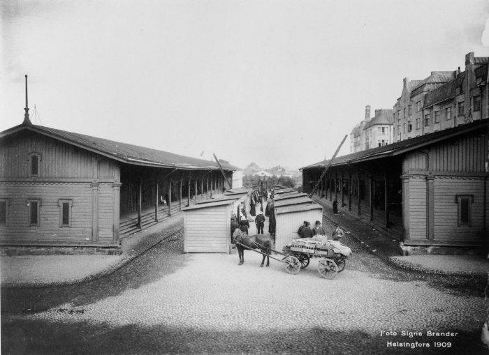 Торговые ряды в Хельсинки, 1909. Фото Сигне Брандера. Из Национального архива Финляндии