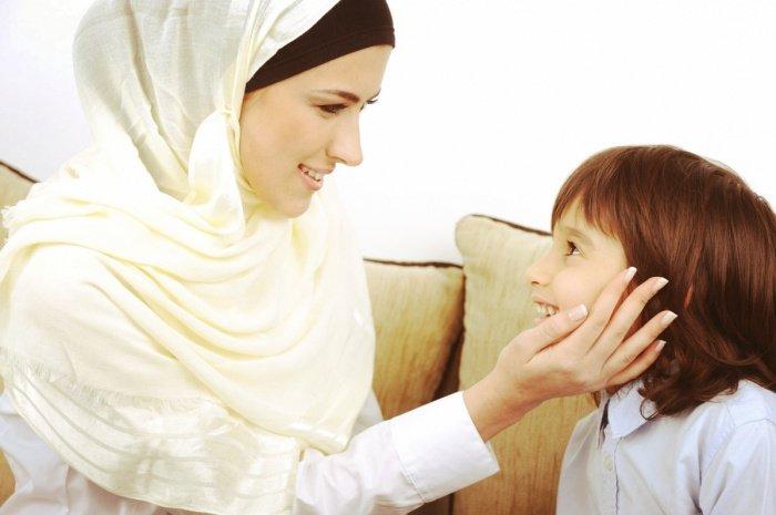Дети являются лишь частицей семьи, а не её центром (Фото: medina-center.ru).