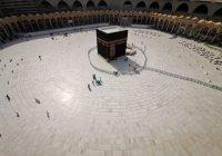 В Запретной мечети проводят дезинфекцию перед возобновлением Умры