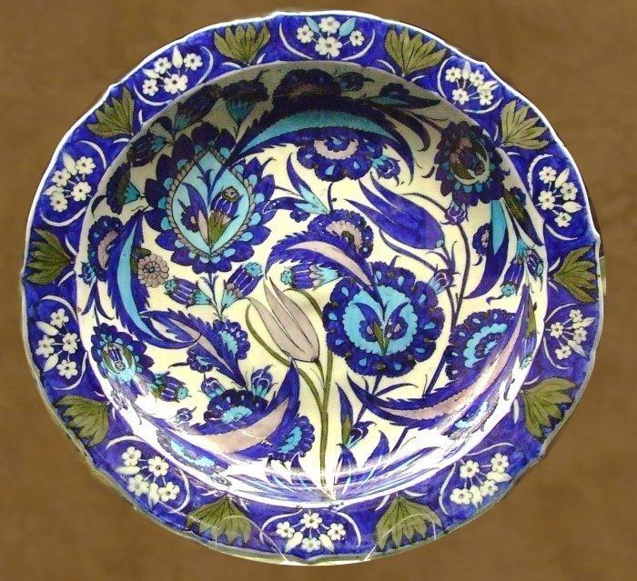 Знаменитое изникское чини. Из фондов Британского музея (Фото: wikidedia.org).