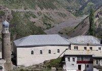 В Дагестане отреставрируют поврежденную лавиной мечеть