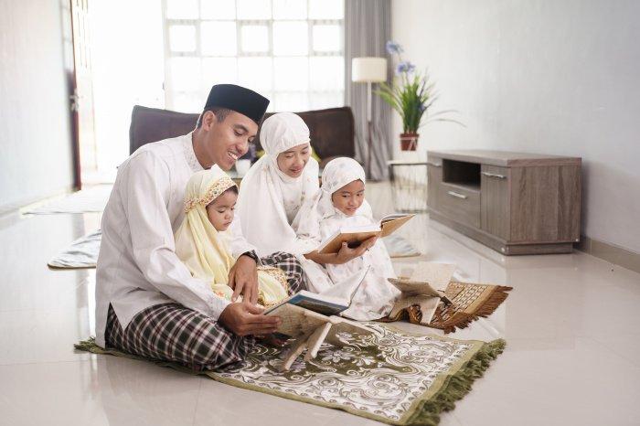 В день Ашура радуют детей и близких, читают Коран (Фото: shutterstock.com).