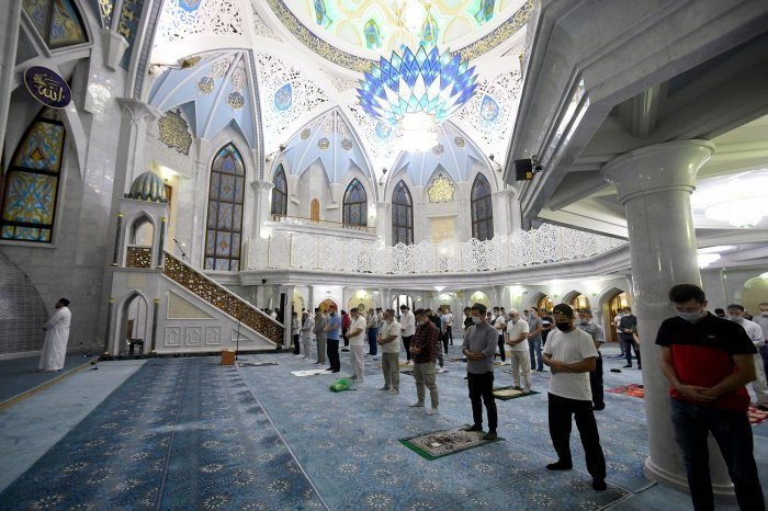 «Джума вместе с проповедью, хутбой и намазами является зикром, то есть поминанием Аллаха» (Фото: rg.ru).