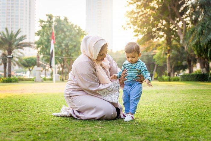 Мать была тем, кто помогал тебе, когда ты был бессильным (Фото: elements.envato.com).