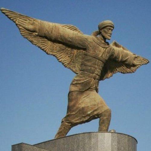 Сегодня его статуя стоит в Багдадском аэропорту (Фото: themuslimvibe.com).