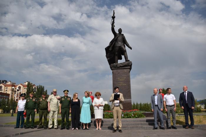 Мероприятие прошло в Парке Победы около памятника советскому Воину-освободителю.