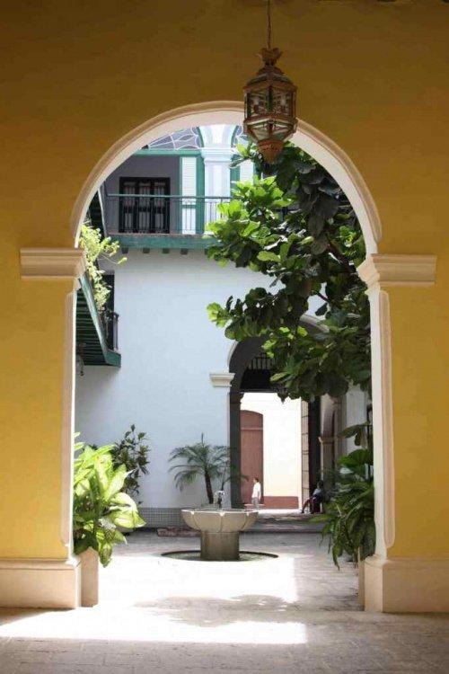 Чтобы добраться до мечети нужно пройтись по узким улочкам (Фото: Zirrar, sacredfootsteps.org).