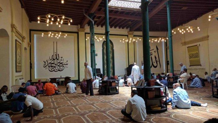 По пятницам мескита Абдалла буквально переполнена прихожанами (Фото: Zirrar, sacredfootsteps.org).