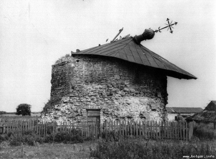 Никольская церковь (Восточный мавзолей) после разрушения ураганом 1965г. Источник www.bolgar.info