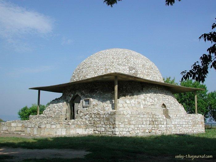 Состояние Северного мавзолея в 2001г.