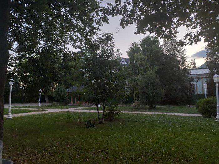 Парк перед первой соборной мечетью Уфы, 2020 год. Фото автора статьи