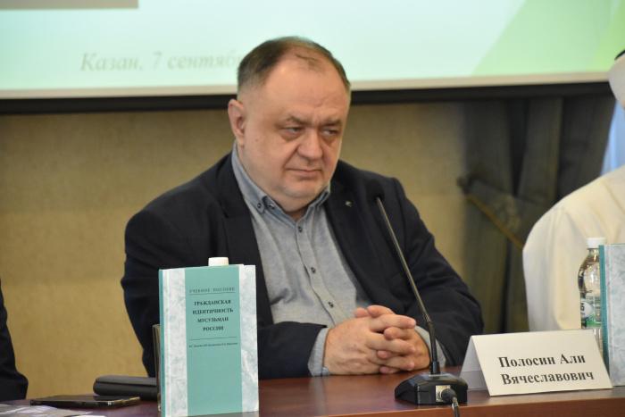 Религиозный и общественный деятель, заместитель директора Фонда поддержки исламской культуры, науки и образования Али Полосин.