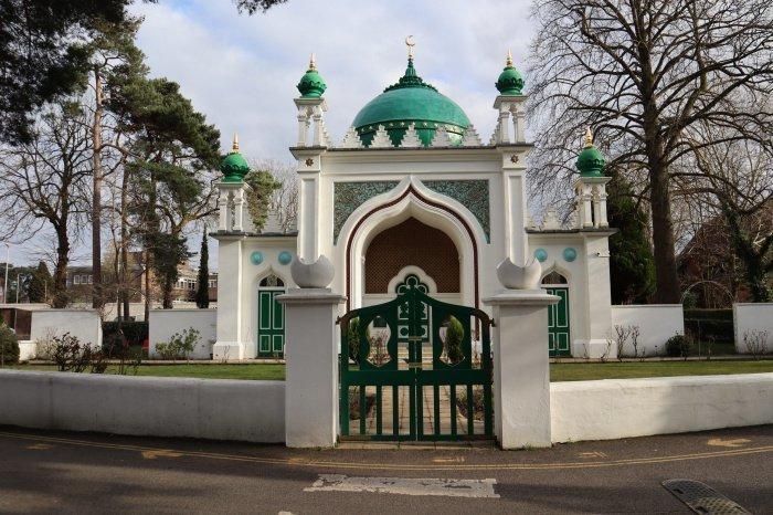 Первая мечеть Англии в наши дни (Фото: shahjahanmosque.org).