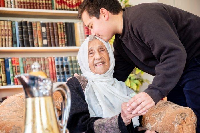 Почтение к матери очень важно в исламе.