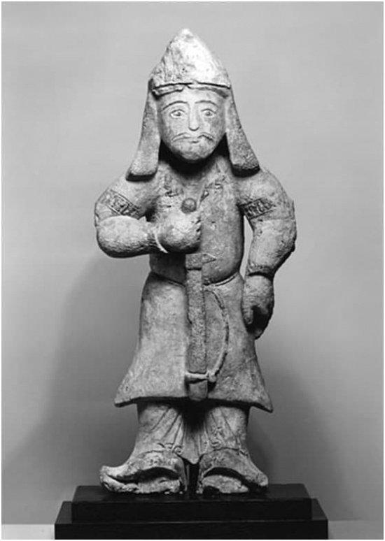Фигура сельджукского воина XII века, найдена на территории Ирана ( Художественный музей Уолтерса). Фото: zen.yandex.ru.