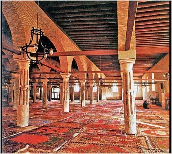 Мечеть (вид изнутри) времен сельджукского султана Ала ад-Дина в Конье (Фото: islamansiklopedisi.org.tr).