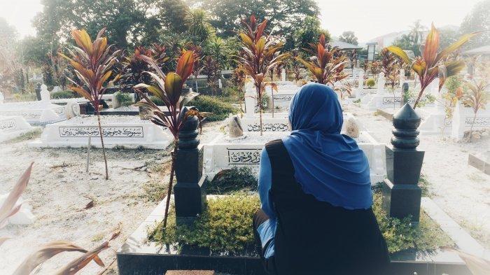 По мнению некоторых алимов, умершие люди узнают тех, кто навещает их могилы в четверг, пятницу и субботу