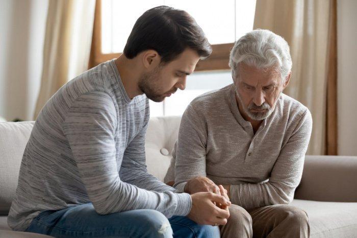 Детям следует навещать родственников и близких друзей своих покойных родителей.