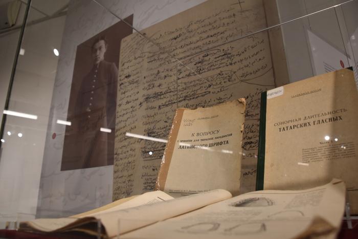 Эволюция почерков XVIII-XIX хорошо прослеживается в рукописях и их инсталляциях.