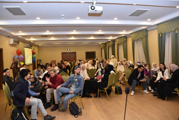 В игре приняли участие около 100 человек.
