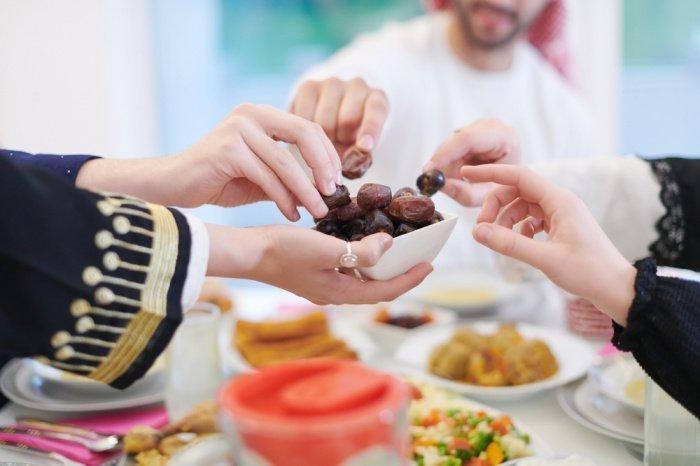 Перед едой следует говорить «бисмиллях» (Фото: shutterstock.com).