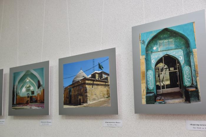 Выставка художников и фотографов из Дербента.
