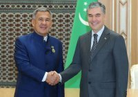 Бердымухамедов наградил Минниханова государственным орденом Туркменистана