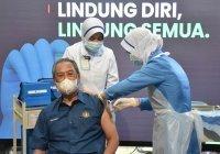 В Малайзии госслужащих обязали привиться от коронавируса