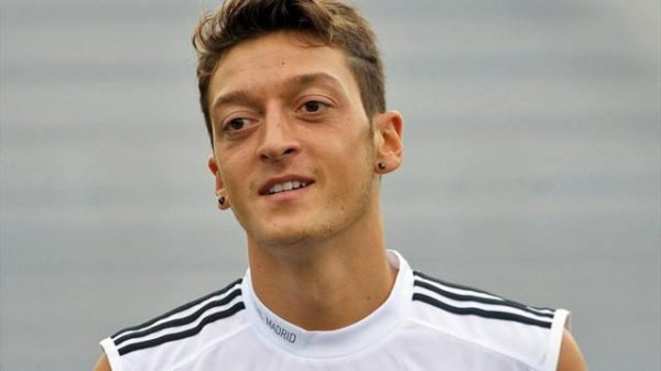 Футболист Месут Озил