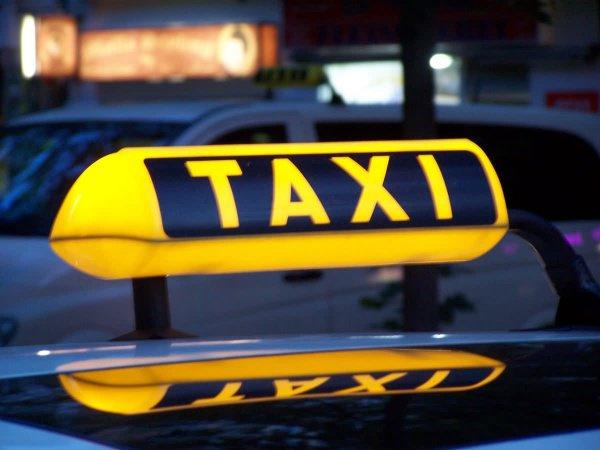 Анонимная исламская линия доверия: Мою жену всегда подвозит один и тот же таксист...