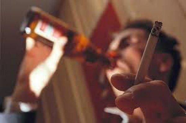 Дозволено ли мусульманке жить с курящим, пьющим, не молящимся мужем?