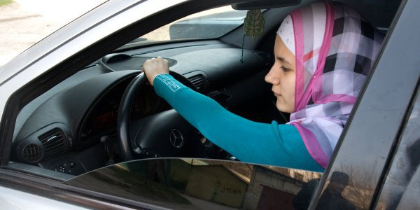 Можно ли мусульманке водить машину?