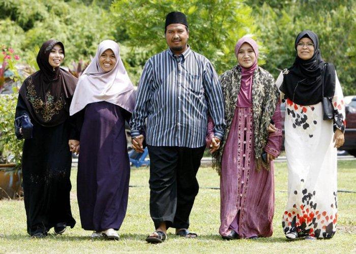 Почему мусульманка не может иметь более одного мужа, тогда как мужчине позволено иметь четырех жен?
