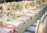 Если родственник пригласит меня на свою свадьбу, где будут харамные вещи, могу ли я ответить на его приглашение, чтобы он не обиделся?