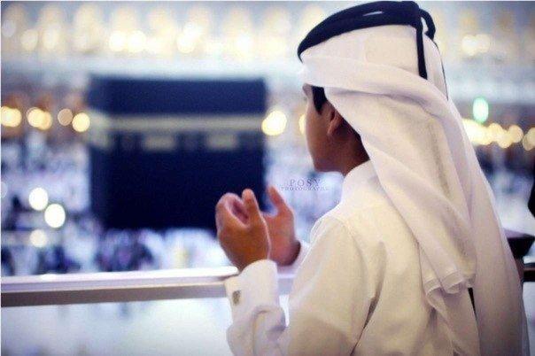 «Если после произнесения Бисмилля человек прочитает суру «Аль-Фатиха», а затем скажет «Аминь», то на небе не останется ни одного ангела, который бы не просил прощения за этого человека»