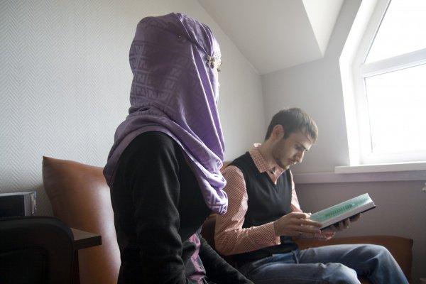 После замужества женщина в исламе имеет право требовать от мужа отдельного проживания от его родственников