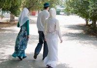 """Исламская линия доверия: """"Я - вторая жена. Мой муж скрывает меня от всех. Правильно ли это?"""""""