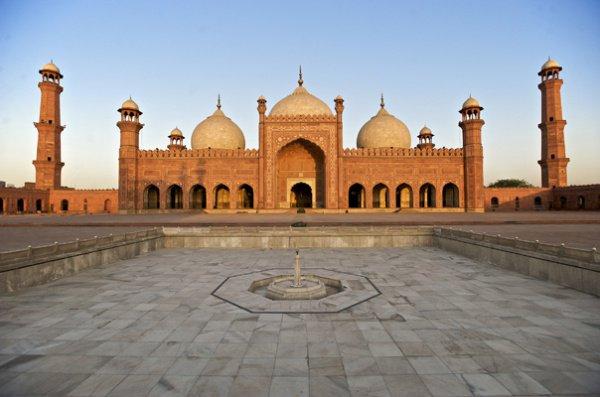 Мечеть Бадшахи - одна из крупнейших мечетей Пакистана