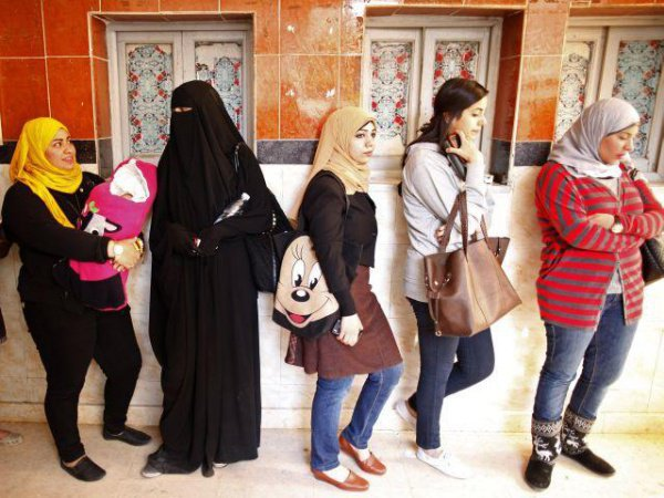 Дозволяет ли Ислам женщинам носить брюки?